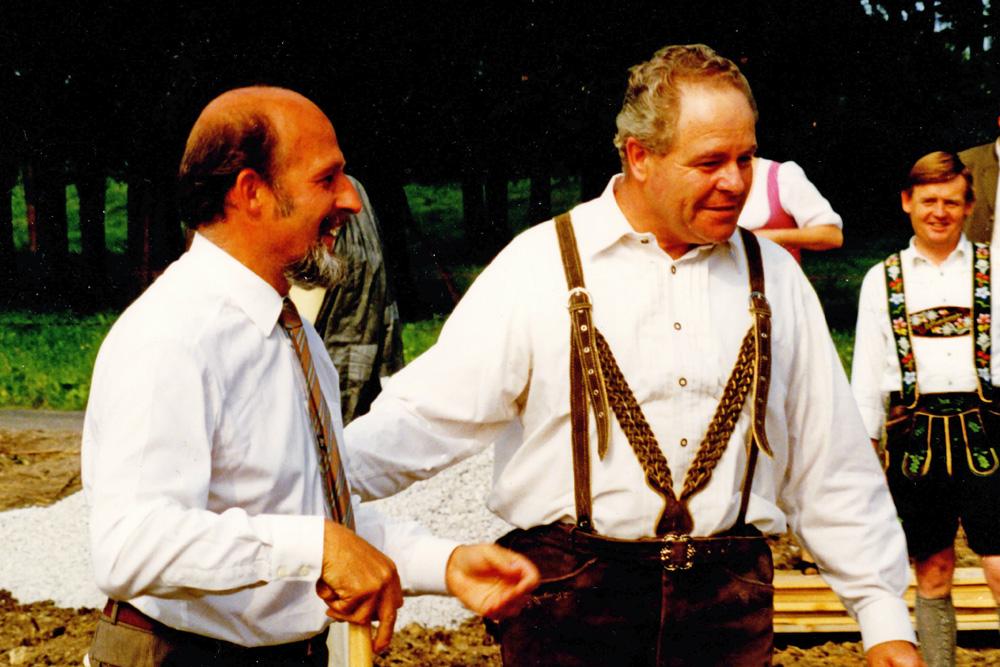 Spatenstich mit Gründer Herr Rehm und Bürgermeister Sesar